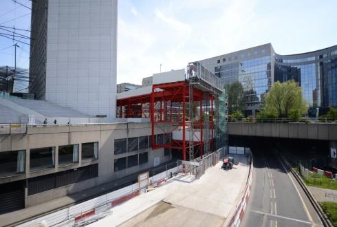 Les travaux préparatoires de la rénovation de la Grande Arche le 20 avril 2015  - Defense-92.fr