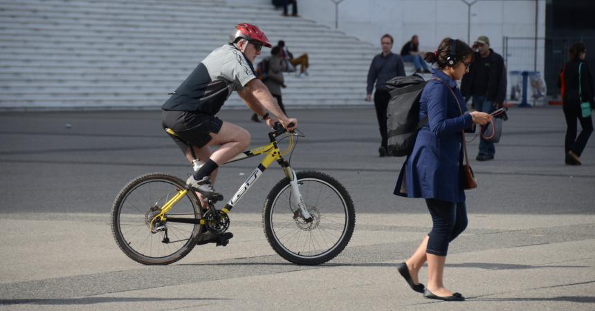 Les vélos (à nouveau) bienvenus sur la dalle de La Défense