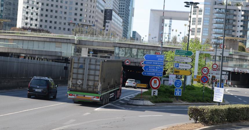 Les camions sont à nouveau autorisés à circuler dans le tunnel de La Défense