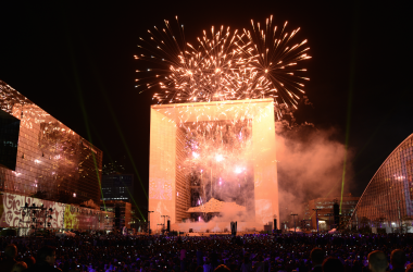 La rénovation de la Grande Arche, prive La Défense de son grand spectacle pyrotechnique de rentrée