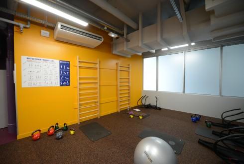 L'espace d'étirements de la salle de sport Neoness - Defense-92.fr