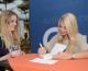 La youtubeuse EnjoyPhoenix attire plus de 2 500 jeunes filles pour la dédicace de son livre aux 4 Temps