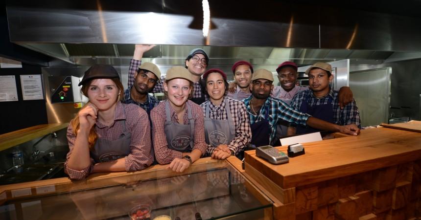 Big Fernand et ses fameux «hamburgés» accueille ses premiers clients dans le quartier Michelet