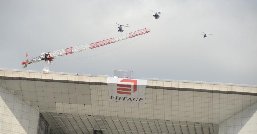 Sur la Grande Arche, Eiffage a voulu se faire un joli coup de pub avec le défilé aérien