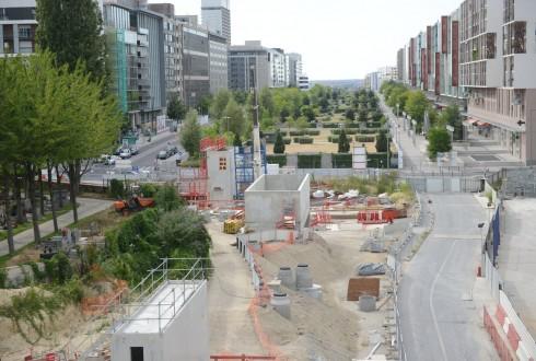 Les travaux de la promenade de l'Arche le 1er août 2015 - Defense-92.fr