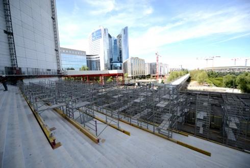 Les travaux de rénovation de la Grande Arche le 10 août 2015 - Defense-92.fr