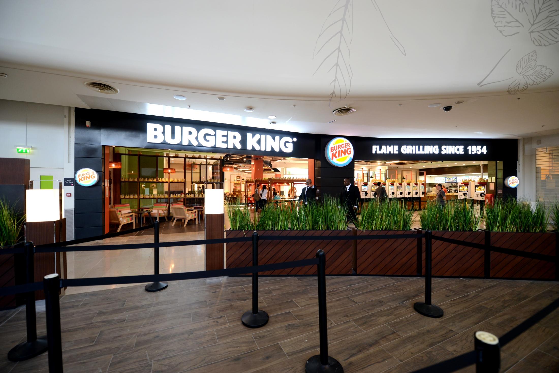 Le burger king de la d fense sert ses premiers clients aux 4 temps defense - La defense les quatre temps ...