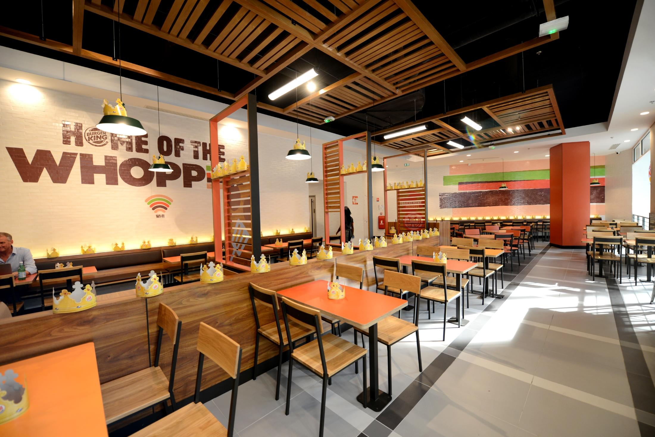 le burger king de la d fense sert ses premiers clients aux. Black Bedroom Furniture Sets. Home Design Ideas