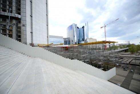 Les travaux de rénovation de la Grande Arche le 17 août 2015 - Defense-92.fr