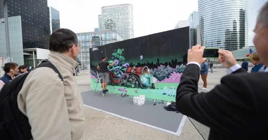 Des artistes font du «street-art» en live sur le parvis de La Défense