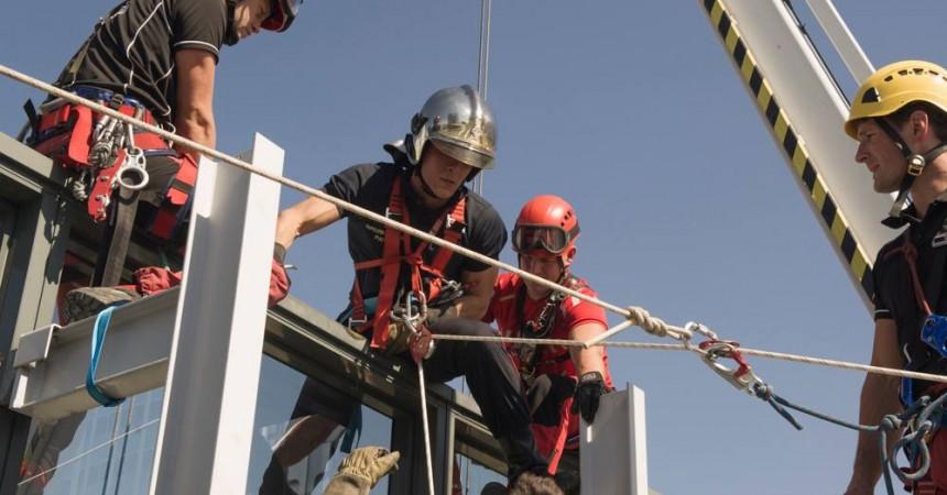 Deux ouvriers restent bloqués dans une nacelle de la tour Opus 12