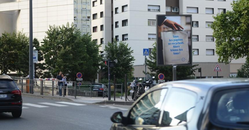 Ecofolio s'affiche sur les dix toiles Giant Mupi de La Défense