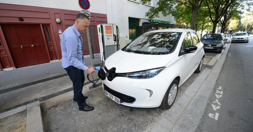 Maintenant à La Défense on peut recharger sa voiture électrique en moins de trente minutes