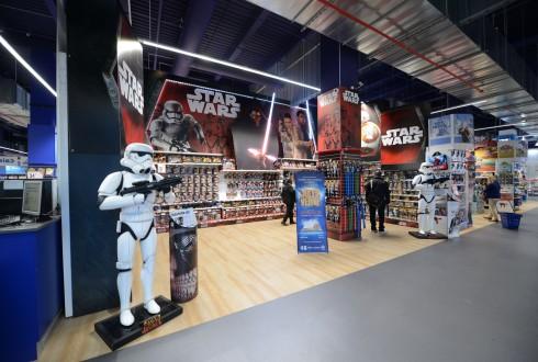 """L'univers Star Wars au Toys""""R""""Us des 4 Temps - Defense-92.fr"""