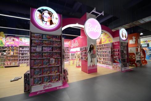 """L'univers Barbie au Toys""""R""""Us des 4 Temps - Defense-92.fr"""