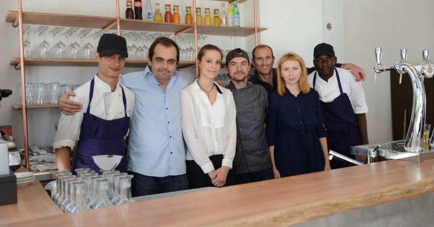 Au square des Corolles, deux ex-journalistes ouvrent leur restaurant et une boutique de cigarettes électroniques