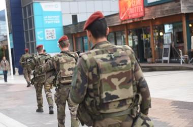 Attentats à Paris : Lundi éprouvant dans le quartier de La Défense où la sécurité est renforcée
