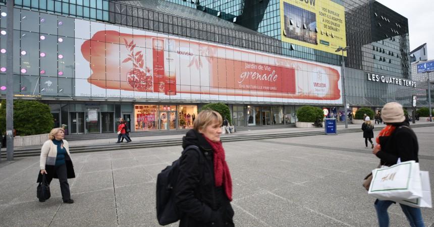 Weleda fait la promotion de son eau parfumée sur la façade des 4 Temps