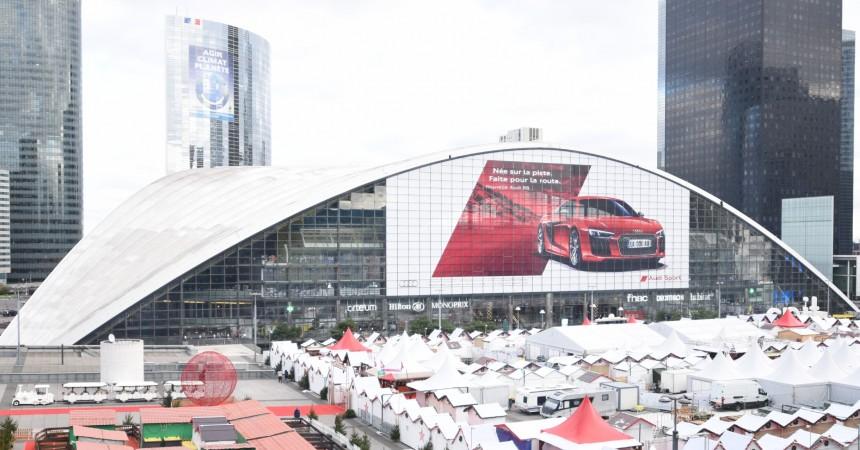 Audi s'empare du Cnit pour promouvoir son bolide R8
