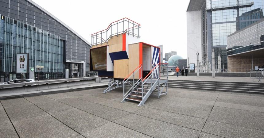 Alain Bublex propose une visite guidée de son Pavillon des Points de Vue
