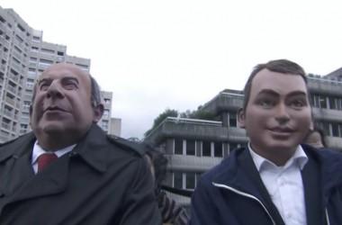 """Les Guignols : les marionnettes de Gattaz et de Macron viennent chanter """"Le chant des siret"""" à La Défense"""