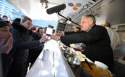 Le chef David Martin vient vanter les mérites de l'huile de palme dans son food truck