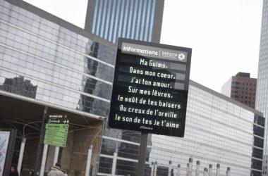 Pour la Saint-Valentin laissez un petit mot d'amour sur les écrans de La Défense