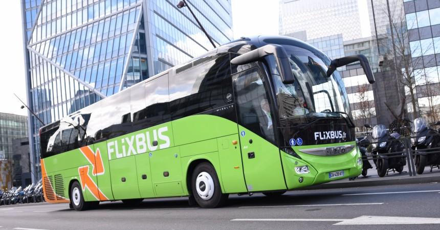 Les cars de Flixbus passent à leur tour par La Défense