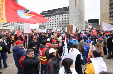 Les ex-Alstom manifestent devant le siège de General Electric