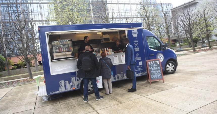 Début timide pour les food trucks à La Défense