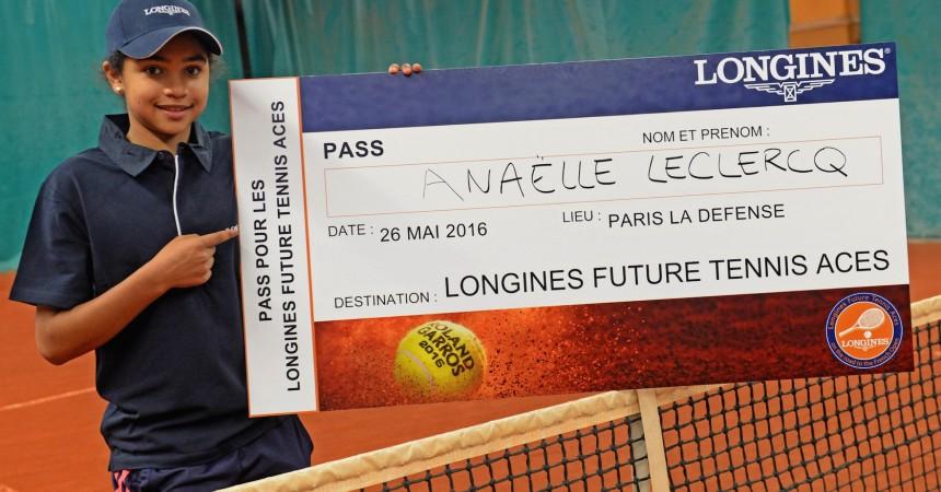 Longines installe un cours de tennis sur la place de La Défense