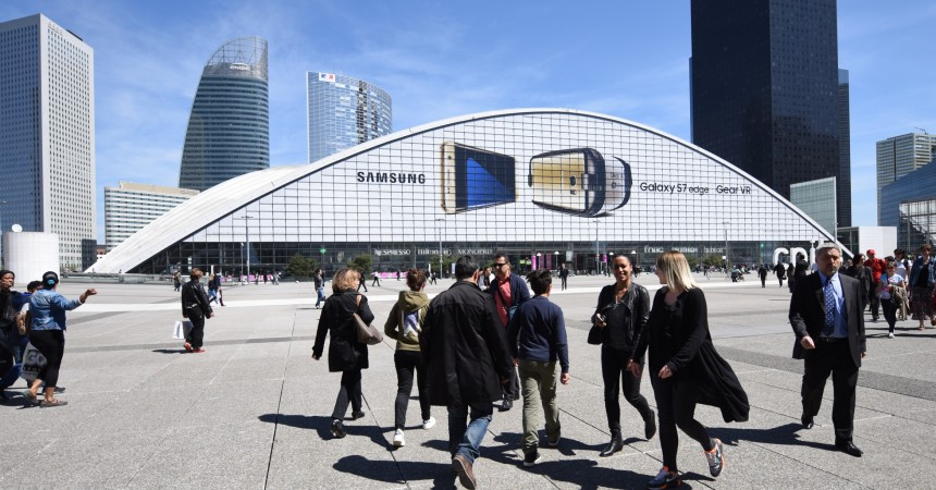 Samsung met à l'honneur son Galaxy S7 edge et son Gear VR sur les 3 000 m² de la façade du Cnit