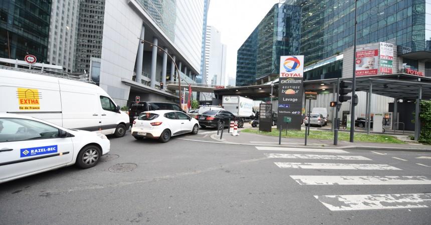 La station Total de La Défense prise d'assaut