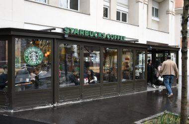 La fermeture du Starbucks du Faubourg de l'Arche de nouveau repoussée
