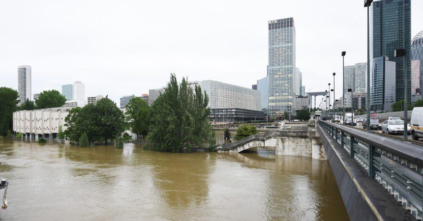 Crue de la Seine : le complexe sportif de Neuilly-sur-Seine a les pieds dans l'eau