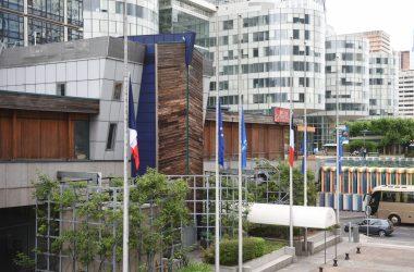 Les drapeaux de La Défense mis en berne après l'attentat de Nice