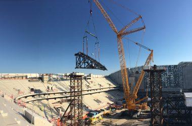 La pose de la grande charpente métallique de l'Arena 92 a enfin débuté