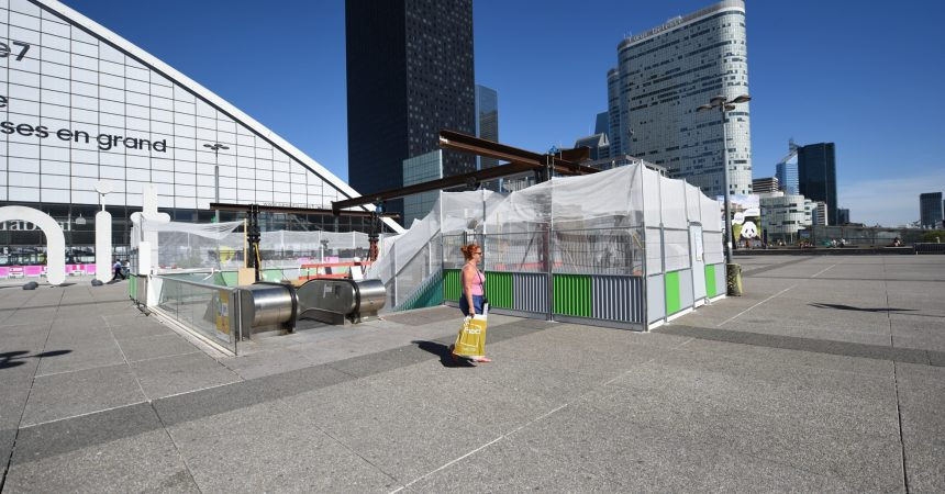 La RATP va remplacer l'un des escalators de la gare de La Défense