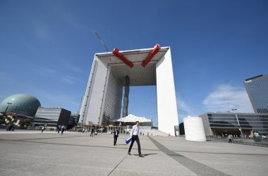 Un collectif d'architectes appelle dans une tribune du Monde à «ne pas défigurer la Grande Arche»