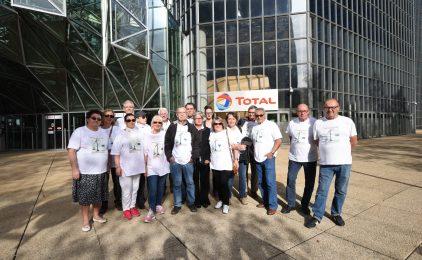 Les victimes d'AZF au pied de la tour Total pour demander des comptes