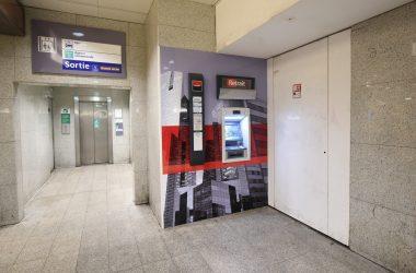 La Société Générale installe un nouveau distributeur dans la gare de La Défense