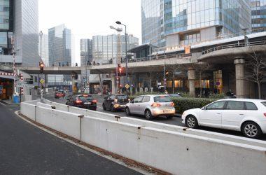 Boulevard Circulaire : un feu rouge provisoire au pied de la tour First