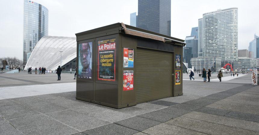 Le kiosque à journaux du parvis de La Défense rouvrira en mars