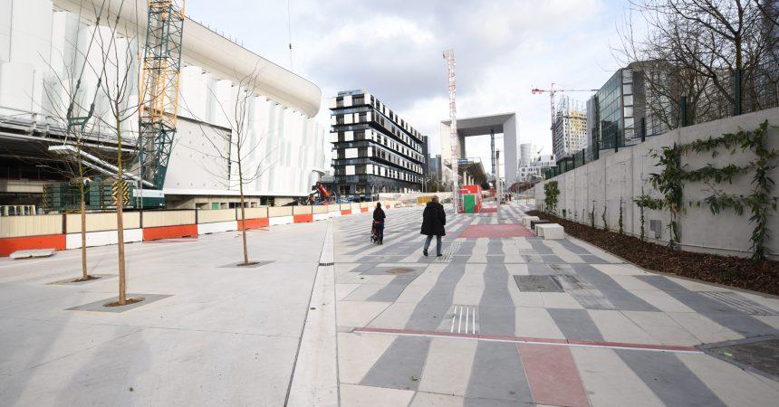 Passer de La Défense à Nanterre par la promenade des Jardins de l'Arche c'est désormais possible