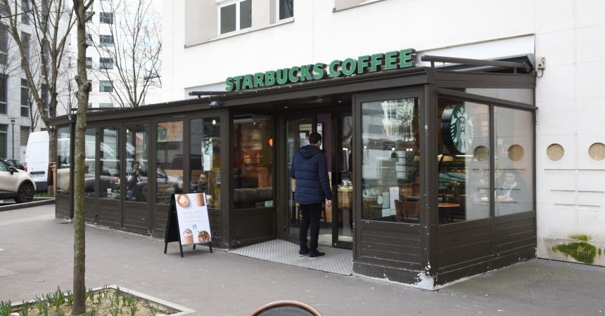 Le Starbucks du Faubourg de l'Arche de nouveau ouvert les dimanches