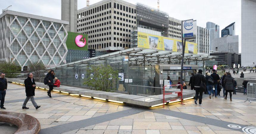 Ce samedi un hélicoptère va remplacer une vitre de la verrière de la gare de La Défense