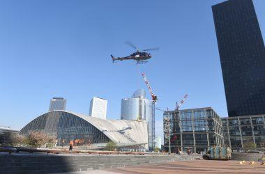 Gare de La Défense : suite et fin ce samedi du remplacement avec un hélicoptère d'une vitre brisée