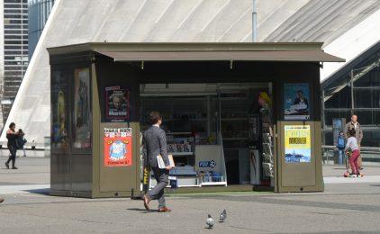 Le kiosque à journaux du parvis de La Défense a réouvert