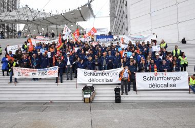 Les salariés de Schlumberger manifestent contre les licenciements