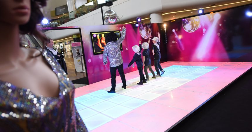 Le centre commercial des 4 Temps se transforme en un dancefloor